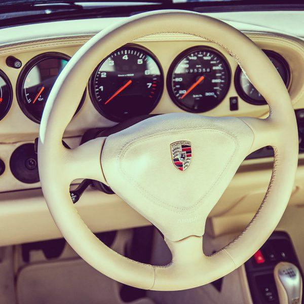 porsche-993-911-cockpit